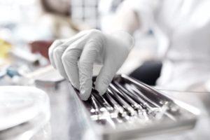 Orale Chirurgie (Bildnachweis: maxbelchenko/Shutterstock.com)